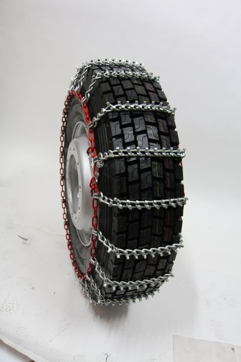 TRYGG SUPER Tight pattern, 7/8 mm heavy duty snow chains, with square studs.